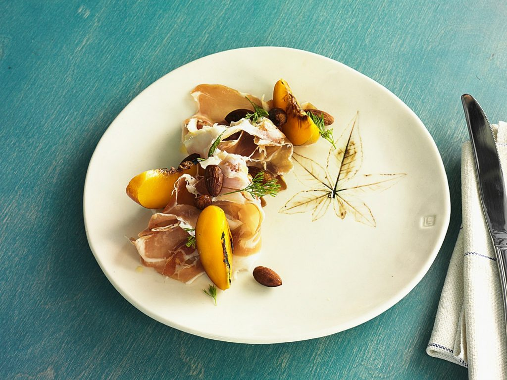 banksiikurobuta-berkshire-prosciutto-glazed-almonds-grilled-peach9