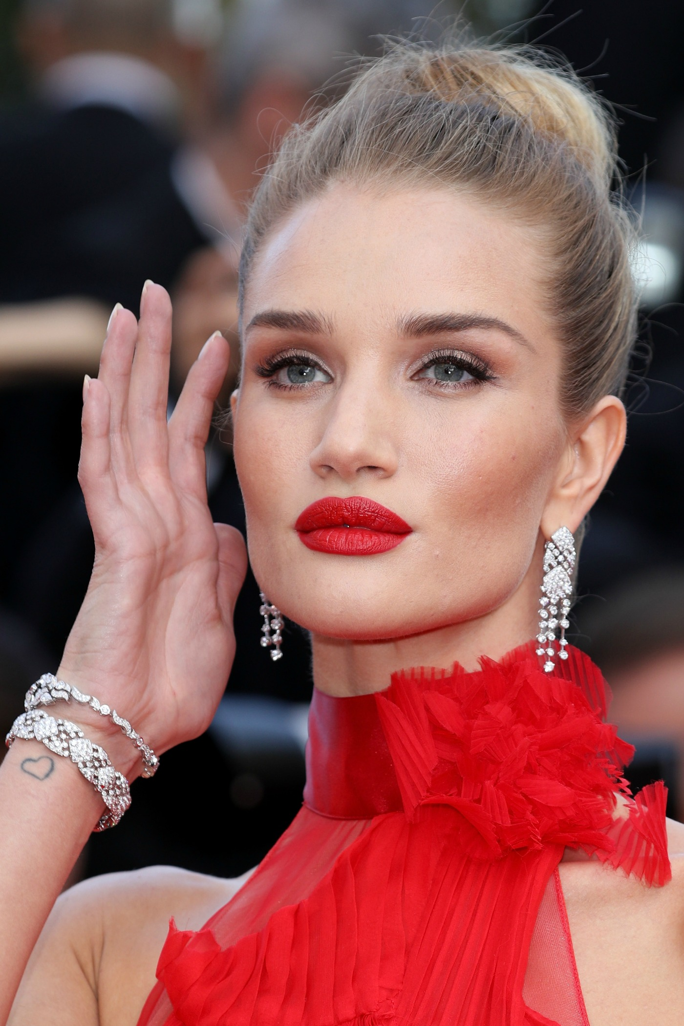 3 Rosie Huntington-Whiteley Makeup Looks for Day or Night ... Rosie Huntington Whiteley