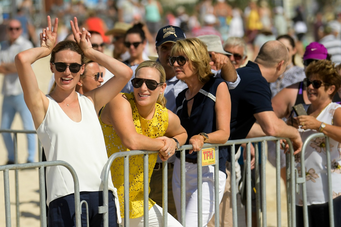 20170110-magic-millions-barrier-draw-francesca-cumani-zara-phillips-katie-page-harvey-photo-ken-butti0093