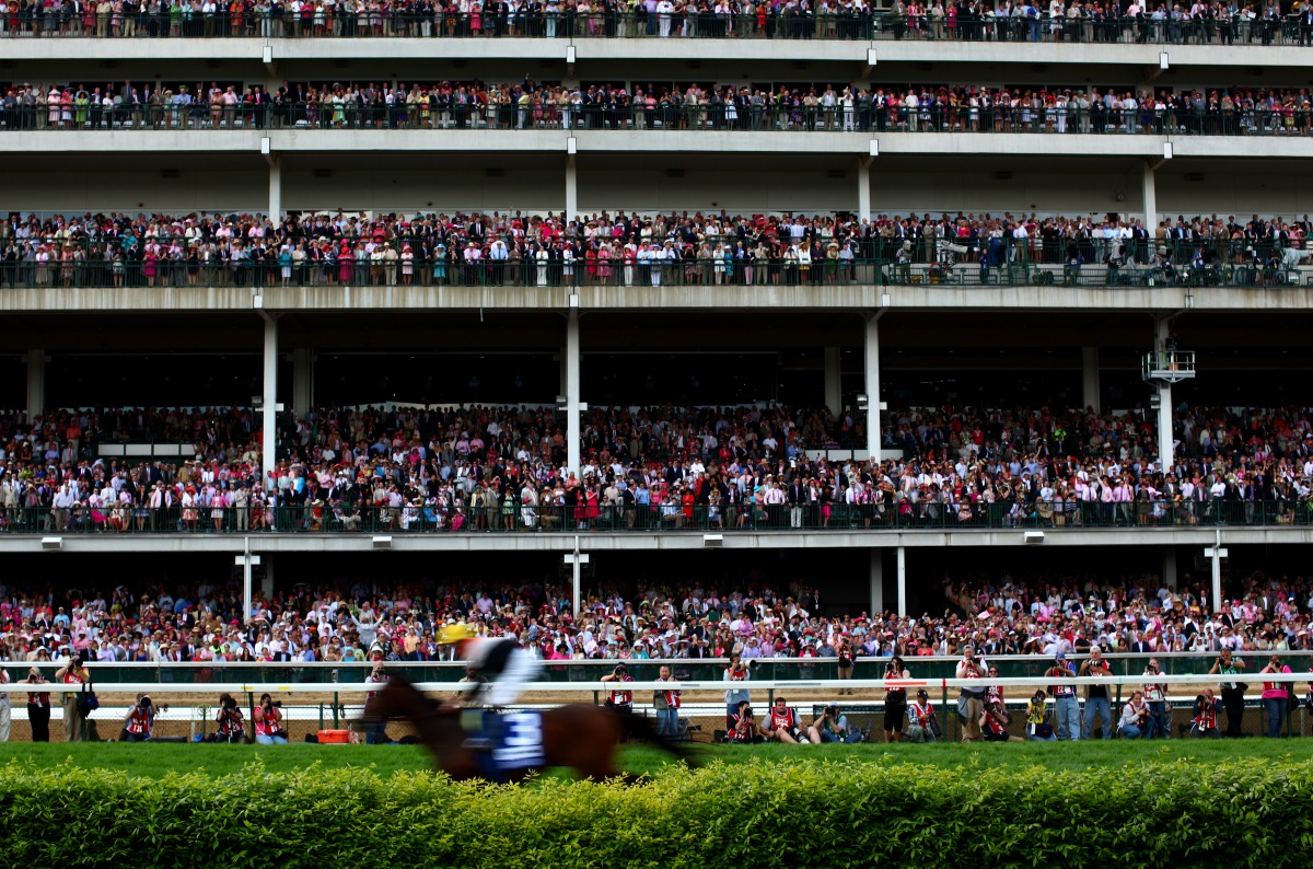 Kentucky Derby crowd
